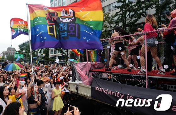queer fest - 목사까지 참가한 퀴어문화축제