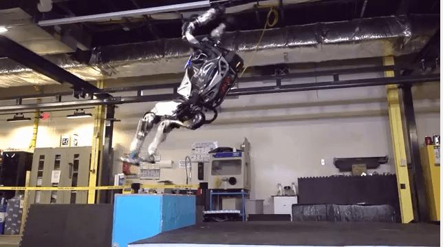 バックトランポリンするロボット1